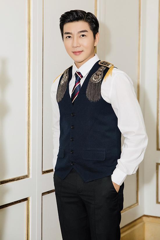 Góp mặt tại sự kiện đầu năm tổ chức tại TP HCM, Nam Hee làm mới hình ảnh với style hoàng tử.
