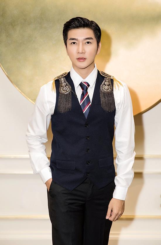 Thay vì cách diện suit, blazer như thường ngày, Nam Hee mang tới sự mới mẻ cho tạo hình và cách ăn diện khi tham gia tiệc tối.