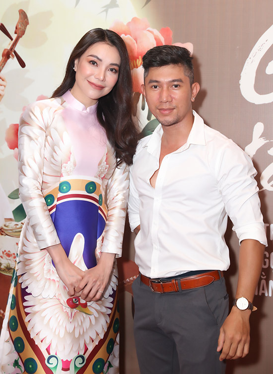 Nhạc sĩ Lương Bằng Quang đến thưởng thức sản phẩm mới của giọng ca quê Cà Mau.