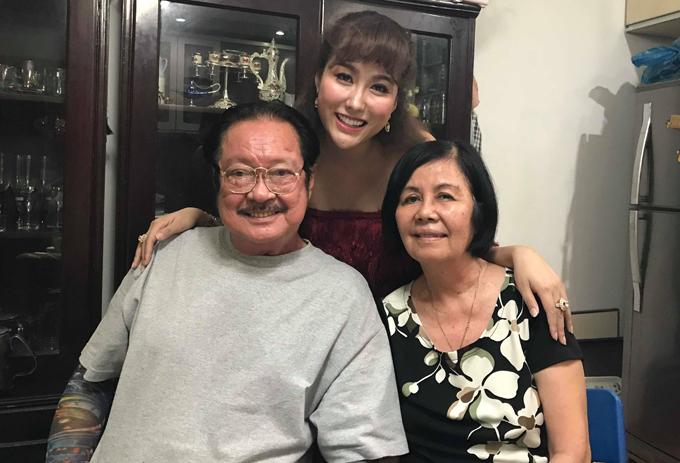 Phi Thanh Vân thăm vợ chồng nghệ sĩ Chánh Tín tại căn nhà thuê ở quận Bình Tân tháng 5/2019.