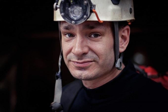 Chuyên gia lặn hang người Bỉ Jim Warny là tuyến vai có nhiều đất diễn nhất trong phim.