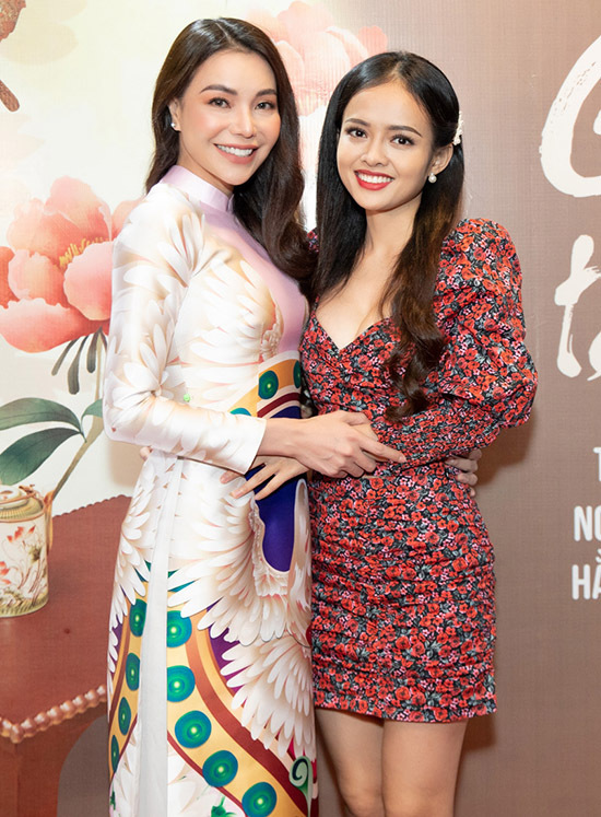 Diễn viên Thanh Trúc đến ủng hộ sản phẩm mới của Trà Ngọc Hằng.