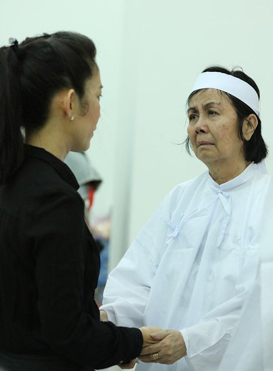 Thanh Thuý chia sẻ nỗi đau với vợ của tài tử.