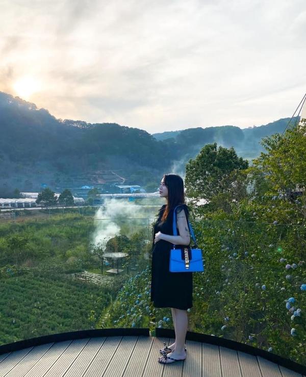 Đó là những ngày ươm nắng ở Đà Lạt, là những ngày cạnh nhau và bình yên nhất - Tâm Nguyễn - chồng của cô viết. Đây cũng là chuyến du lịch đầu tiên của đôi vợ chồng mê phượt này trong năm 2020.