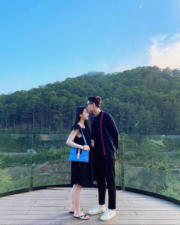 Sau khi càn quét hết món ngon ở Nha Trang, đôi vợ chồng trẻ lên thành phố sương mù tận hưởng những ngày đầu xuân. Đây là một trong những điểm đến ưa thích của cả hai, mỗi năm tranh thủ ghé Đà Lạt vài lần.