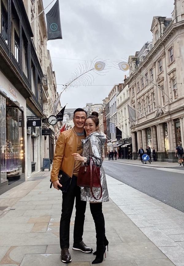 Bạn gái gọi Chi Bảo là chồng yêu và con riêng của anh là con trai. Cặp đôi thoải mái chia sẻ những hình ảnh tình tứ bên nhau.