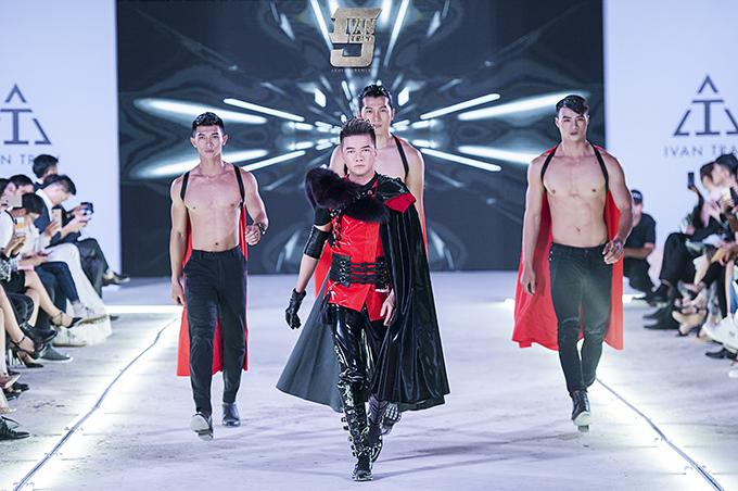 Đàm Vĩnh Hưng làm vedette trong show thời trang