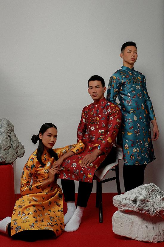 Hà Nhật Tiến chia sẻ, áo dàiluôn là nguồn cảm hứng của anhmỗi dịp xuânvề. Vào mỗi dịp Tết, nhà thiết kế luon gửiniềm mến thương tà áo dài qua biết bao thế hệ gia đình, cùng sự trân trọng những giá trị truyền thống qua một bộ sưu tập đặc biệt.