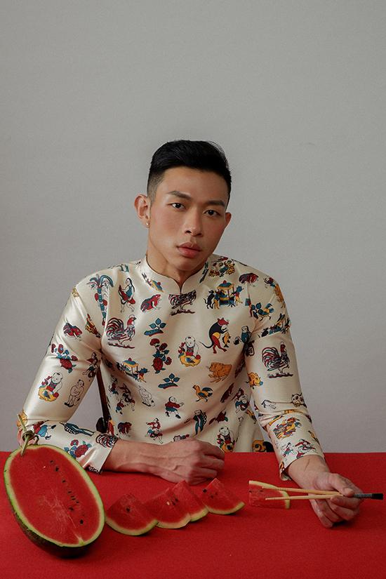 Nhà thiết kế hiều được tâm lý của các bạn trẻ cần một mẫu áo dài truyền thống nhưng vẫn hài hoà với nhịp sống đương đại. Chính vì thế anhmang tới Mùa rất Tết với tinh thần trẻ trung nhưng vẫn chứa đựng vẻ đẹp truyền thống.