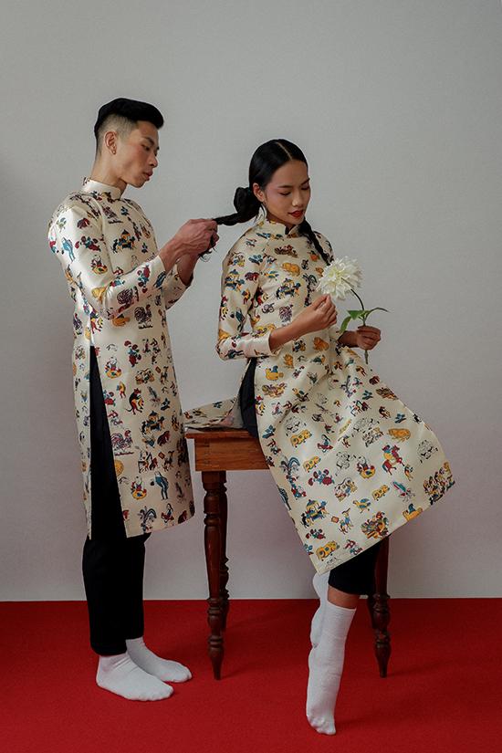 Hà Nhật Tiến chọn hoạtiết truyền thống từ tranh dân gian đông hồ được cách điệu. Đồng thời anhkết hợp công nghệ in chuyển nhiệt để tạo nên bố sưu tập Mùa rất Tết.