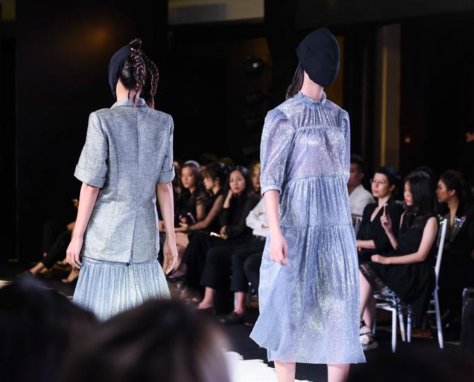 Trung thành với dòng trang phục ready-to-wear, cuộc chơi của Devon trong show Moonlight mang âm hưởng avant-garde dị biệt nhưng được tính toán để tạo sự cân bằng giữa độ ứng dụng và tâm hồn bay bổng của người nghệ sĩ.