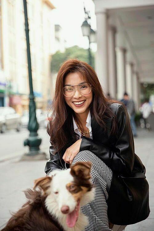 Gặp em một ngày đông Hà Nội, Tăng Thanh Hà chia sẻ về bức ảnh tươi rói của mình bên chó cưng.