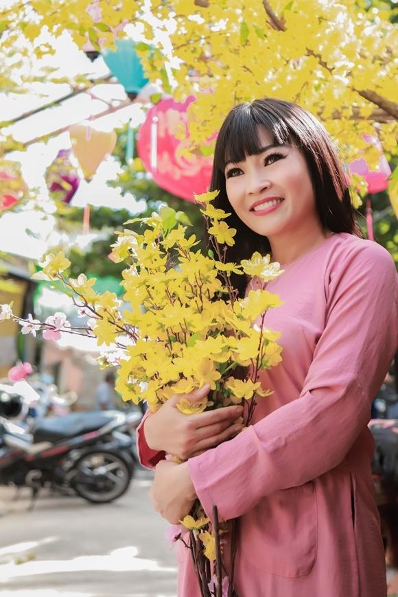 Đây là single mới của Phương Thanh, trong thời gian dự án phim ngắn âm nhạc Ngược dòng Nguyên Hương 239 của cô chờ được hoàn tất.