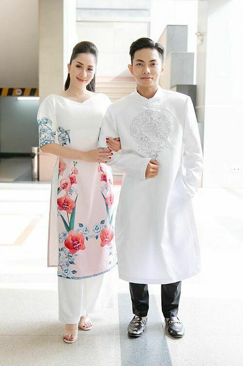 Vợ chồng Khánh Thi - Phan Hiển háo hức diện áo dài xuân.