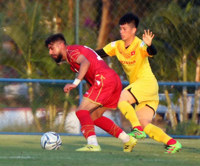 Đình Trọng đá chính trong trận giao hữu với Bahrain chiều 3/1. Ảnh: VFF.