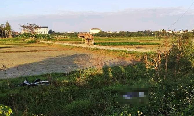 Nơi phát hiện thi thể nạn nhân sáng6/1 ở cánh đồng xã Cẩm Thanh. Ảnh: Đ.X.