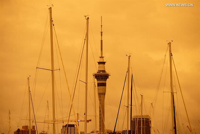 Đây là lần thứ 2 New Zealand rơi vào tình trạng này từ khi đám cháy rừng xảy ra. Luồng gió Tây thổi từ biển Tasman là thủ phạm đưa màn khói bụi khổng lồ bao phủ một phần phía Nam đảo New Zealand, sau đó lan lên phía Bắc. Tuy nhiên, tình trạng này sẽ suy giảm vào đầu tuần khi gió thổi yếu hơn.