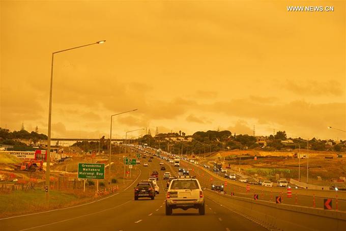 Cung đường cao tốc nối Auckland và các khu vực lân cận cũng không nằm ngoài đám mây ô nhiễm khổng lồ.