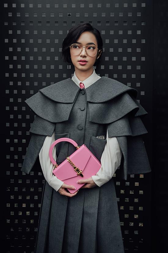 Từ dấu ấn trong làng thời trang Việt, Châu Bùi là gương mặt truyền cảm hứng được nhiều nhà thiết kế Việt yêu thích. Đồng thời các nhãn hàng như Gucci, Louivuitton, Coach... cũng để ý đến cô nàng tác kè hoa của giới fashionista Việt.