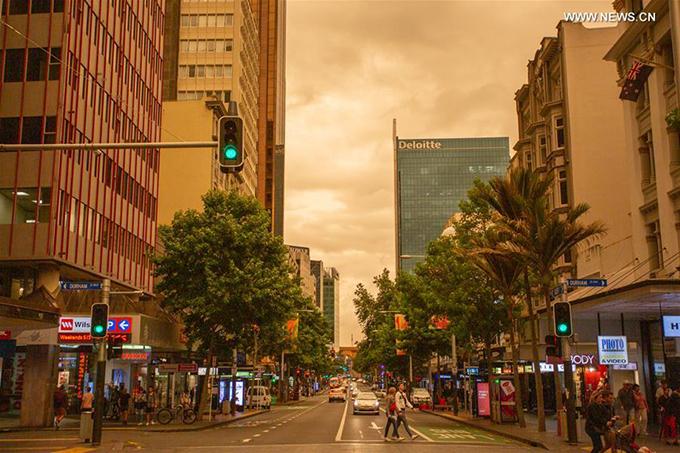 Phố Queen street ở trung tâm thành phố là nơi tập trung nhiều thương hiệu nổi tiếng, trung tâm mua sắm... Khói bụi từ cháy rừng Australia được dự báo sẽ gây khó khăn cho ngành du lịch châu Đại Dương dù đang vào dịpcao điểm mùa hè.