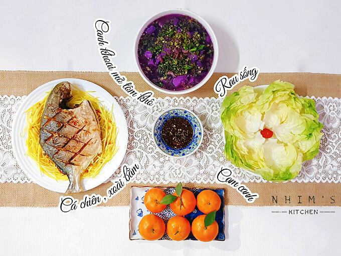 Hiện tại, dù chỉ nấu nướngvào buổi tối cho hai vợ chồng, Hiền vẫn sắp xếp đủ 4 món, trong đó có món canh, món chiên/xào, rau và quả tráng miệng. Thực đơn được thay đổi liên tục qua mỗi ngày để chống ngán.