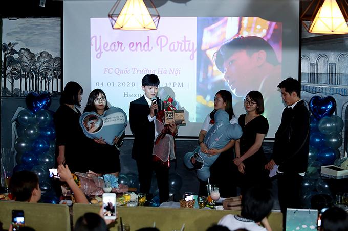 Sau một năm gặt gái nhiều thành công với vai Vũ trong phim Về nhà đi con, Quốc Trường quyết định tổ chức một buổi tiệc nhỏ để chiều lòng các fan và cảm ơn mọi người đã ủng hộ mình.