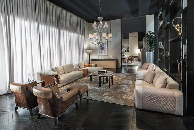 Phòng khách được trang hoàng bởi nội thất đến thương hiệu Bentley.
