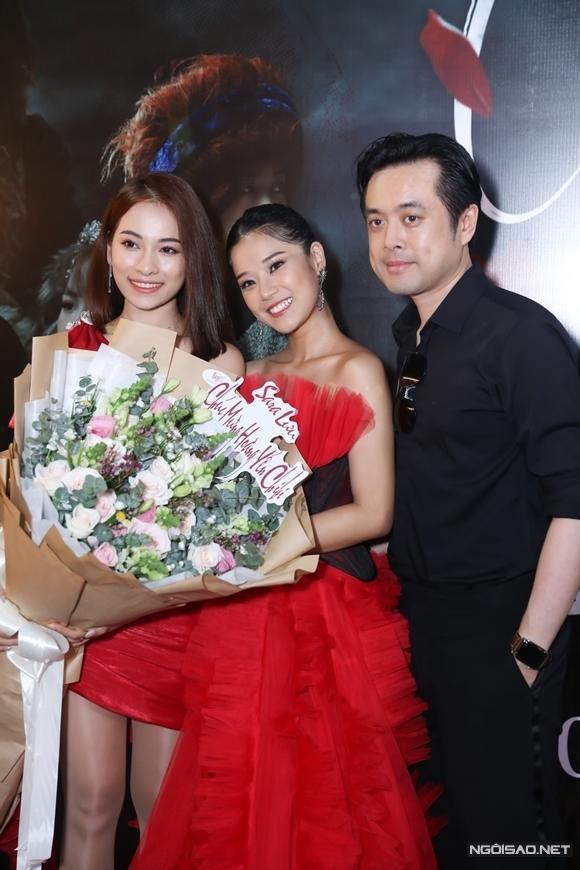 Nhạc sĩ Dương Khắc Linh cùng vợ - ca sĩ Sara Lưu đến chúc mừng Hoàng Yến.