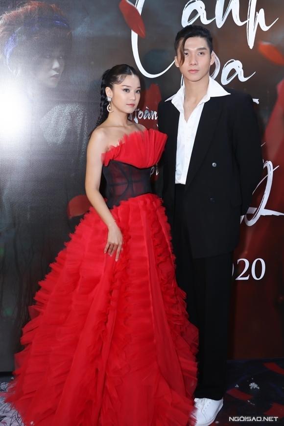 Ca sĩ Soho là một trong hai nam chính của MV, đóng cặp với Hoàng Yến.