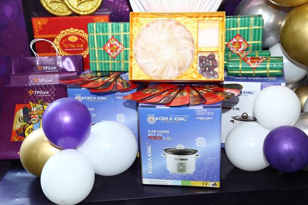 Nhiều phần quà hấp dẫn dành cho khách hàng.