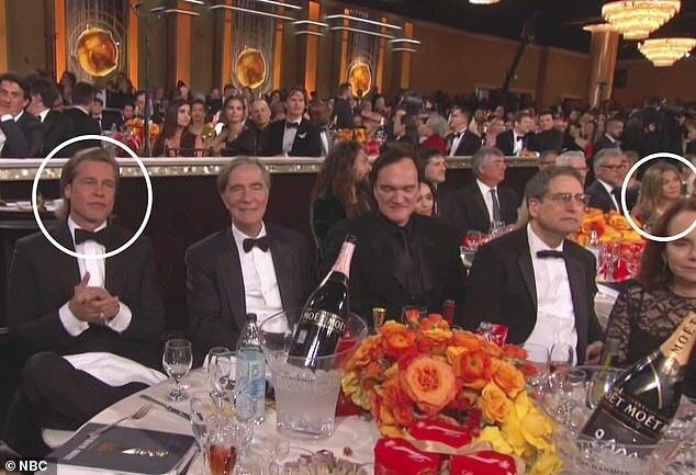 Brad và Jennifer ngồi hai bạn cạnh nhau trong khán phòng Quả cầu vàng.
