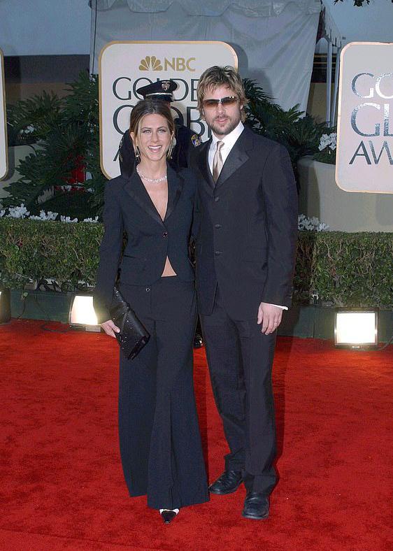 Jennifer và Brad trên thảm đỏ Quả cầu vàng 2002 khi còn là vợ chồng.