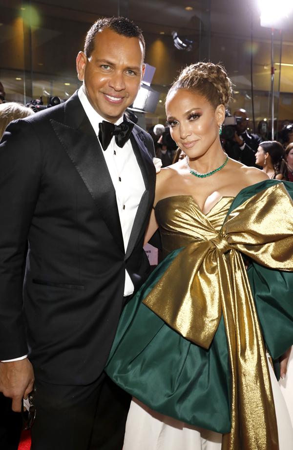 Alex và Jennifer tại lễ trao giải Quả cầu vàng tối 5/1. Ảnh: NBC.