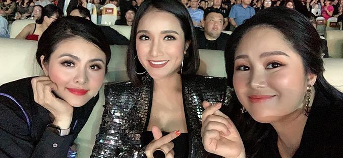 Lê Phương xuất hiện tại một sự kiện sau thời gian nghỉ ngơi sinh con gái. Trong ảnh, nữ diễn viên hội ngộ cùng Vân Trang vàMC Cát Tương.