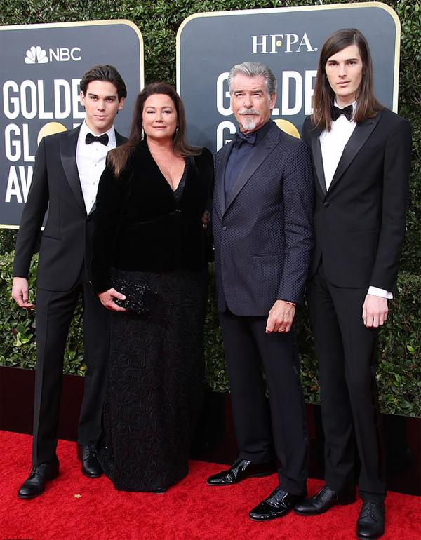 Tài tử Điệp viên 007 Pierce Brosnan đến cùng vợ và hai con trai. Hai cậu con trai củaPierce Brosnan là Đại sứ của Quả cầu vàng 2020.