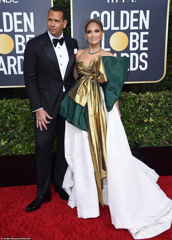 Jennifer Lopez được chồng sắp cưới - cầu thủ bóng chàyAlex Rodriguez - đến ủng hộ khi cô được đề cử giải Nữ diễn viên phụ xuất sắc (phim Hustle).