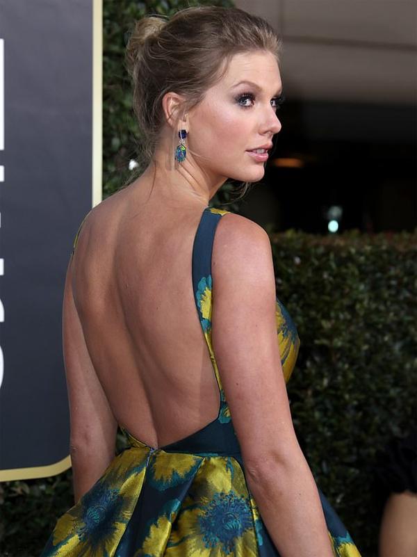 Taylor Swift nhận được đề cử ở hạng mục Ca khúc hay nhất trong phim với bài hátBeautiful Ghosts cô viết cho phimCats.