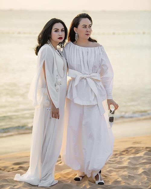Phượng Chanel ngắm hoàng hôn ở Phú Quốc cùng diva Thanh Lam.
