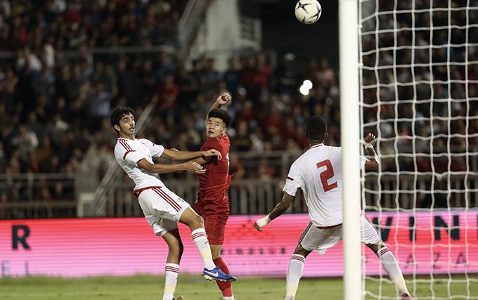 Đức Chinh đánh đầu gỡ hòa 1-1 cho U23 Việt Nam trong trận giao hữu với UAE hồi tháng 10/2019. Ảnh: Đức Đồng.
