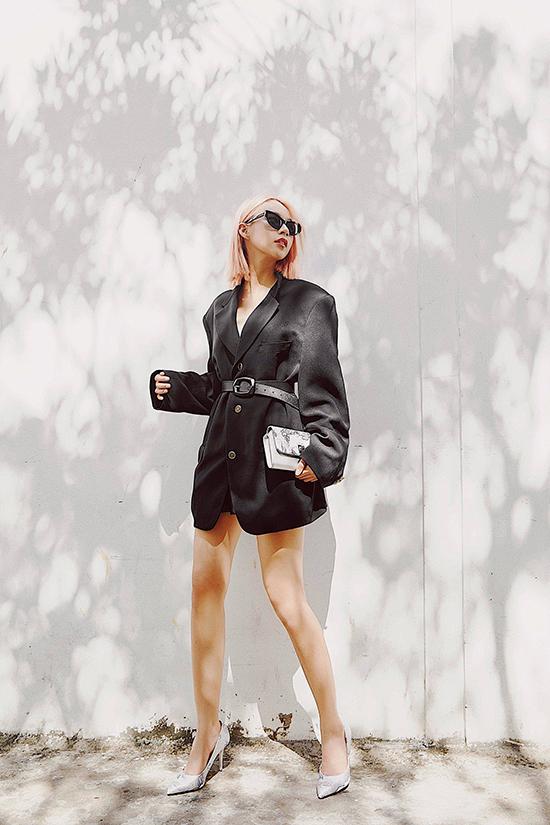 Khi nhắc đến Phí Phương Anh ở The Face 2016, giới chuyên môn đều có chung nhận xét, cô khá nhạt nhoà và thiếu cá tính. Bản thân Phí Phương Anh cũng cảm nhận rõ được điều này. Chính vì thế, cô đã mạnh dạn vạch ra cho mình hướng đi mới, tự định hướng cho mình trở thành một fashionista và bloger chuyên nghiệp.