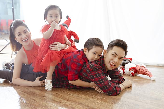 Vợ chồng Khánh Thi - Phan Hiển và 2 con Kubi, Anna