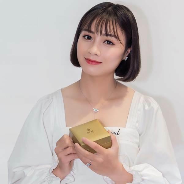 Hoàng Thị Loan tỏa sáng với trang sức của PNJ.