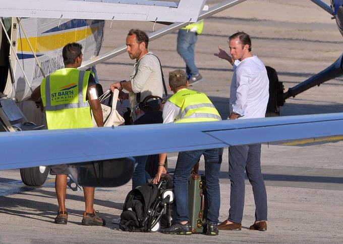 Nhà Middleton thuê phi cơ riêng để từ St Bart về Anh. Ảnh: Backgrid.