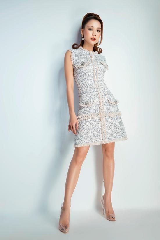Chất liệu vải bố sang trọng phù hợp với không khí lễ Tết được dùng để mang tới các mẫu váy đi tiệc với kiểu dáng đa dạng, tôn hình thể cho phái đẹp.