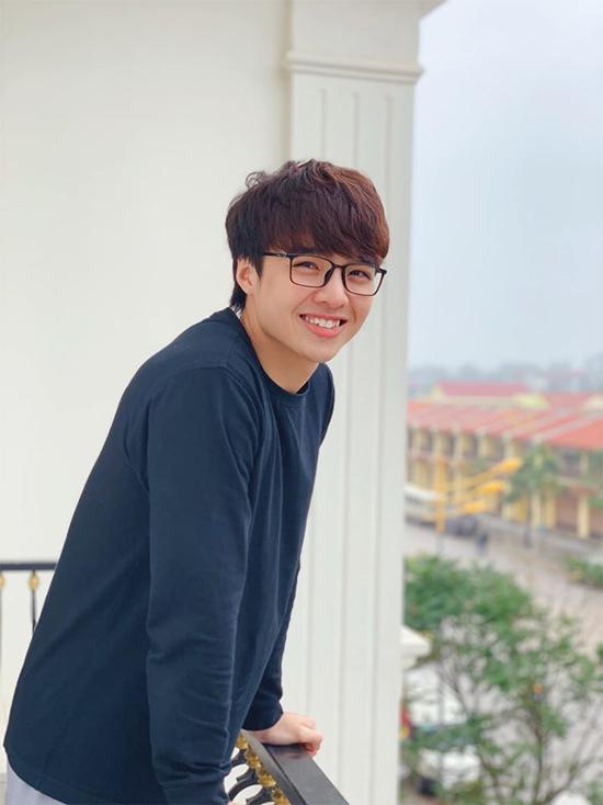 Tun Phạm (tên thật: Phạm Đức Huy) được nhiều người yêu mếnnhờ loạt vlog hài hước và nụ cười răng khểnh tươi rói.