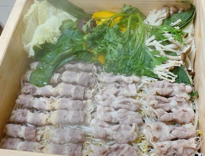 Hariwon ăn món hấp đang nổi ở Hàn Quốc - 1