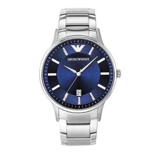Thiết kế Emporio Armani AR11180 lọt top bán chạy trên Shop VnExpress. Nhiều chàng trai bình luận đồng hồ có kiểu dáng cơ bản nhưng sành điệu nhờ phối màu xanh đen xen kẽ. Thiết kế đang giảm 20%, còn 5,296 triệu đồng (giá gốc 6,62 triệu đồng).