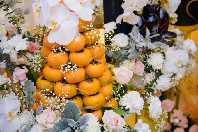 Tông màu trắng hồng đến từ các loài hoa củatráp lễ cònthể hiện khát vọng về một tình yêu vẹn toàn, mãi ngọt ngào của cô dâu, chú rể.
