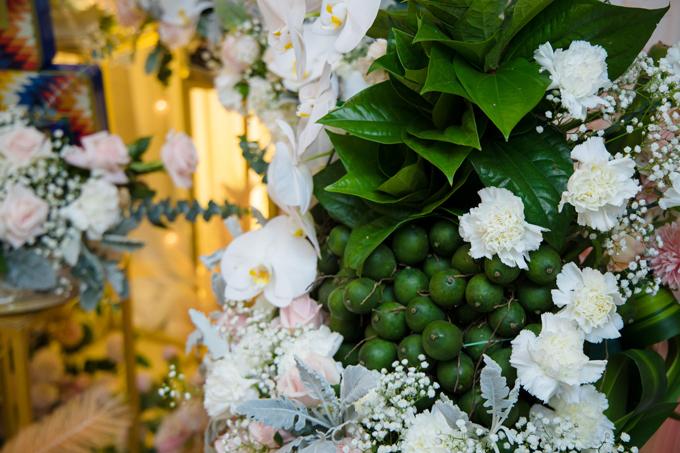 Sính lễ mà chú rể chọn lựa vừa mang đủ đầy giá trị truyền thống, còn gửi gắm thông điệp: Miếng trầu là đầu câu chuyện. Cơi trầu nên dâu nhà người.