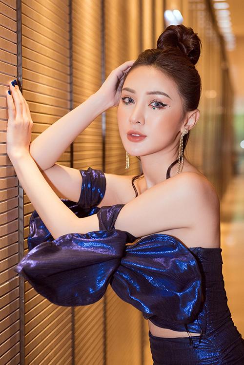Kelly là hot girl đời đầu của TP HCM cùng thời với Sam và Midu. Cô cho biết mình hiện làđại sứ Liên hiệp du lịch Thẩm mỹ Hàn Quốc tại Việt Nam. Ngoài kinh doanh spa, cô còn làm mẫu và đóng phim.